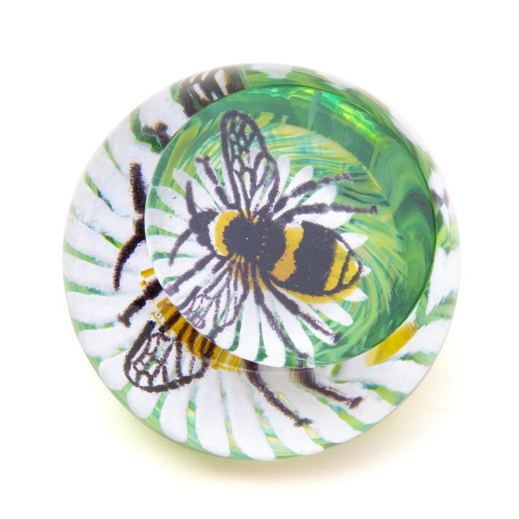 Bee On A Flower 01 U19026 1024x1024