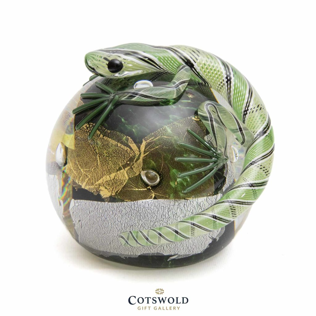 Twists Lizard Paperweight Green 01 1024x1024