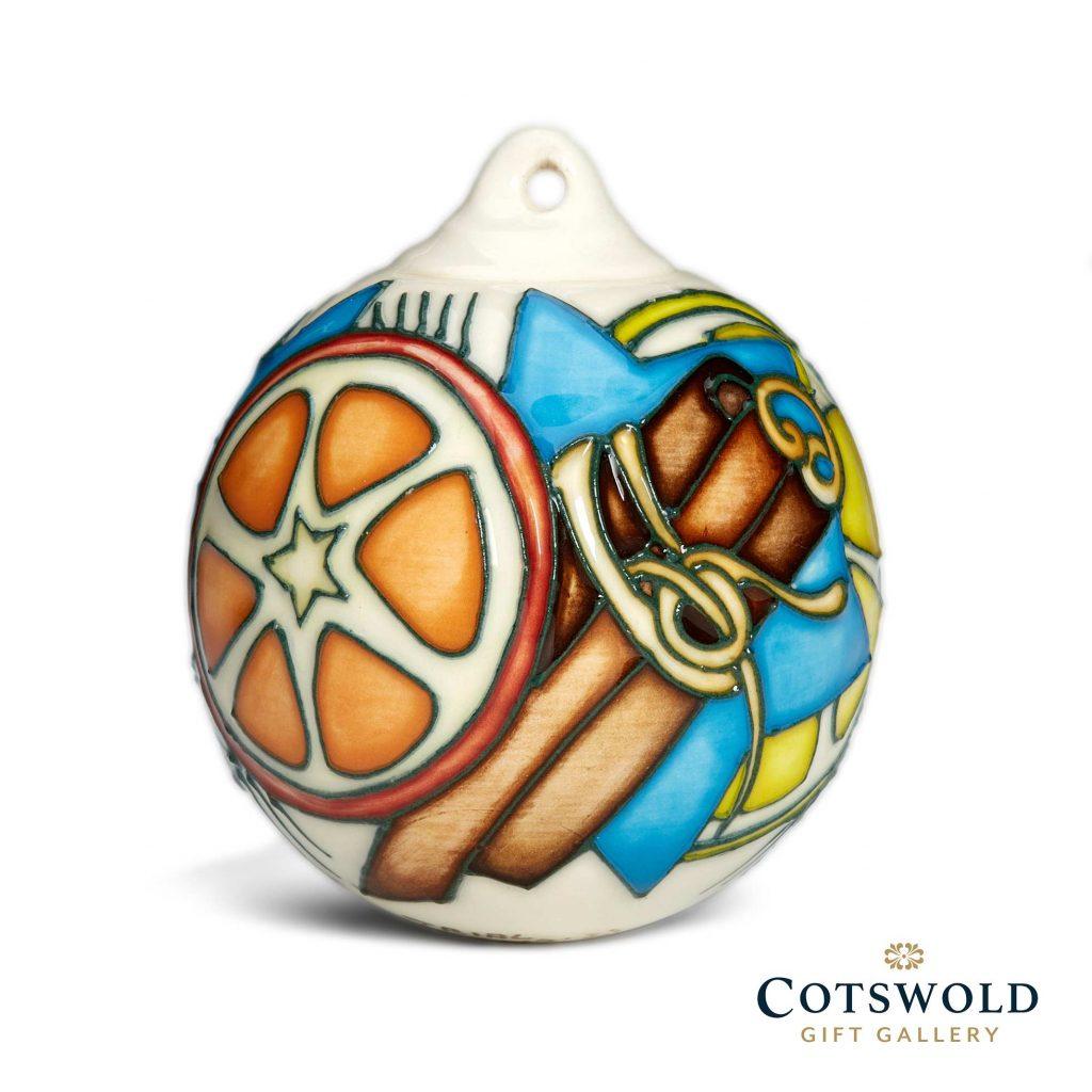 Moorcroft Pottery Christmas Bauble Pomander 2021 03 1024x1024